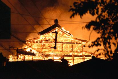 首里城の出火原因は中学生の焚き火でだれ?自分がつけたという動画あり!
